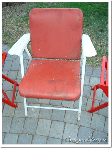 red and white metal folding chairs 2