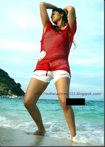 siya_in_beach_1