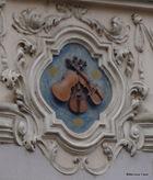 Os três Pequenos Violinos, em uma casa na Rua Nerudova