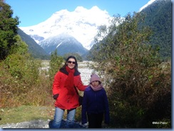 Mel e Bela, no Chile, com o vulcão Tronador ao fundo