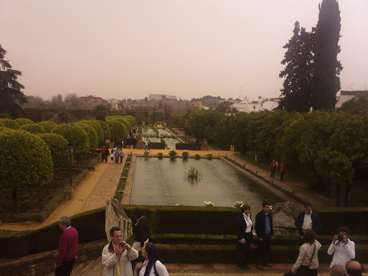 Jardines del Palacio de los Reyes Católicos en Córdoba. Lo que más destacan son sus estanques