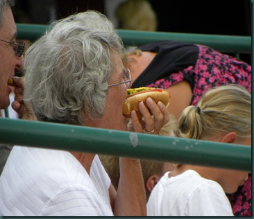eating hot dog (2)