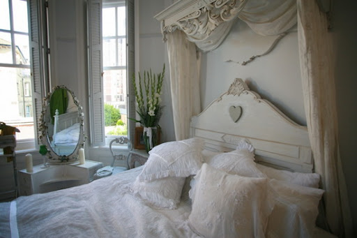 Classic Bedding Furniture Design