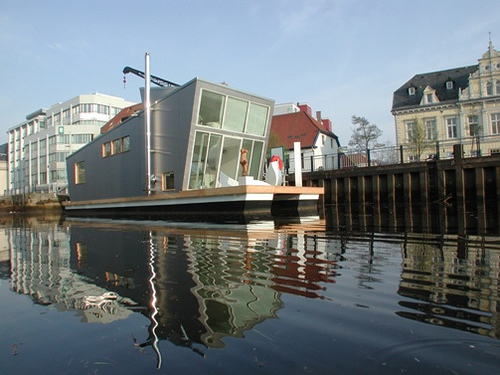 Casa-Barca – Floating House Design