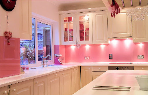 pink kitchen design, kitchen design with pink wall