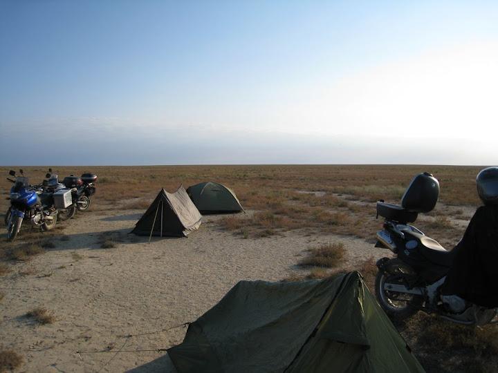 Наш полевой лагерь на «проплешине степи»