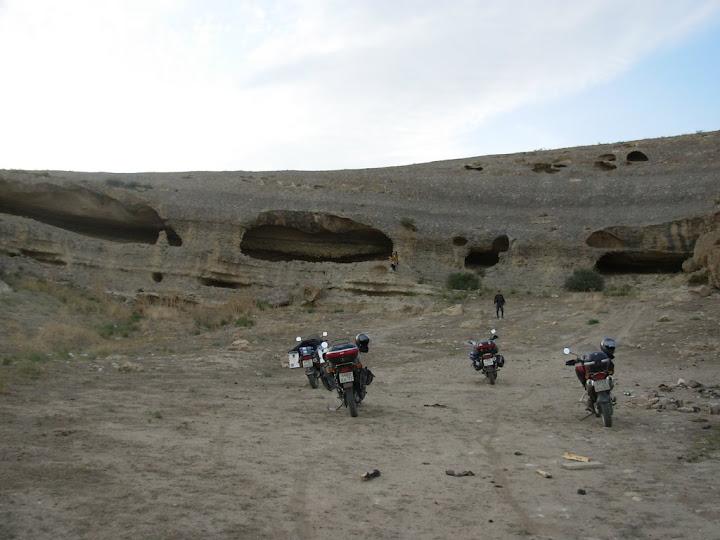 Горы с пещерами