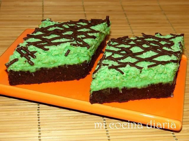 Pastelitos de chocolate con coco y limas (Шоколадные пирожные с кокосом и лаймом)