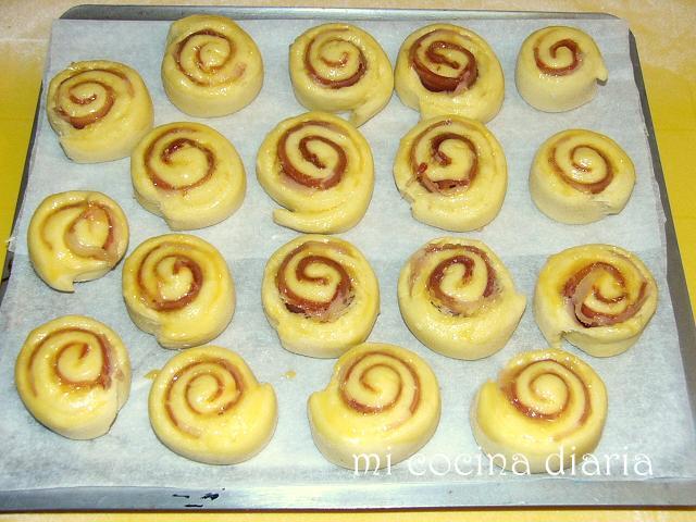 Espirales con jamón, con frankfurt, con hinojo y peperonchino (Завитушки с хамоном, с сосисками, с семенами фенхеля и перерончино)