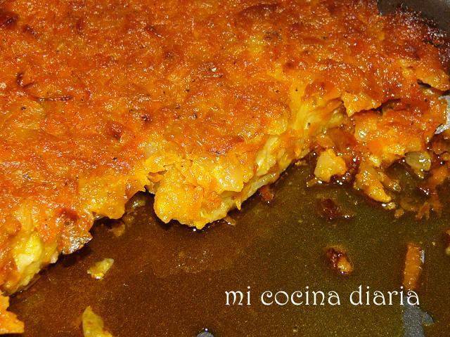 Bacalao al horno con zanahoria y cebolla (Треска запеченая с морковью и луком)