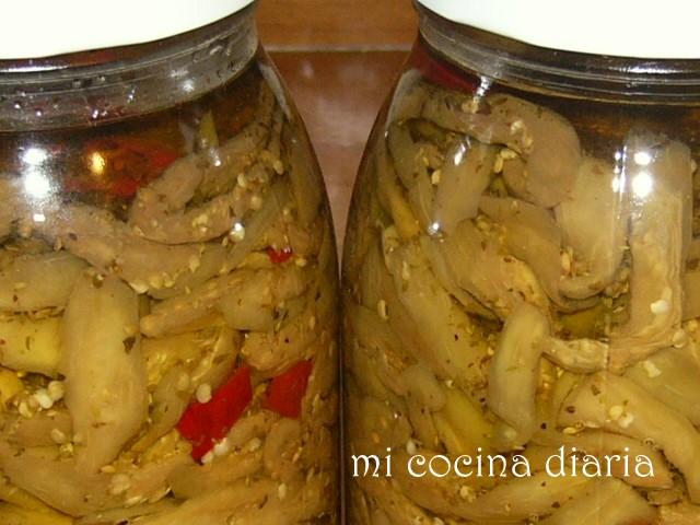 Berenjenas crudas marinadas en aceite 2 (Баклажаны сырые маринованные в масле 2)