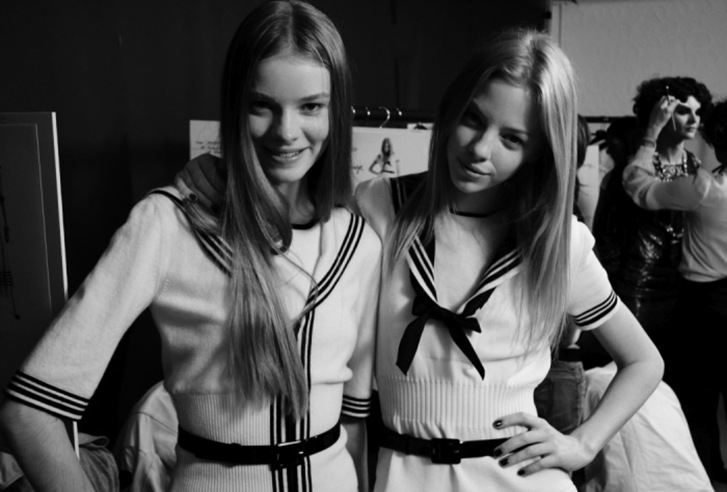 chanel-paris-venice-2010-cruise-collection-backstage-5[1]