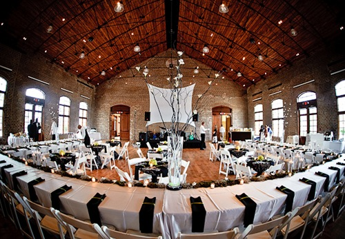 Black and White Wedding - Photo: TheSavannahWeddingPlanner.com