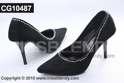 รองเท้าแฟชั่น รองเท้าส้นสูงสีดำ