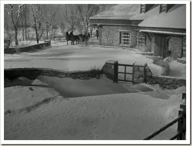 christmas-in-connecticut-house-in-snow