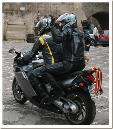 015-Due tute e una moto