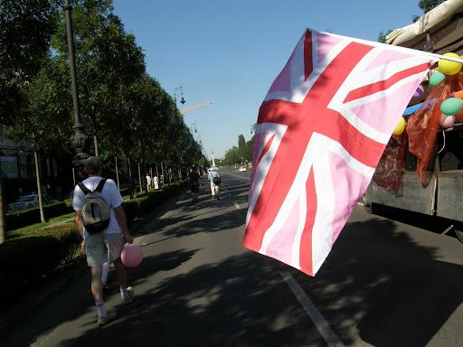 2010, Budapest Pride, buzi, felvonulás, fényképek, gay, képek, lesbians, leszbikusok,  LGBT, meleg, Meleg Méltóság Menete, photos, pictures, tüntetés,   stockphoto, parádé, Egyesült Királyság zászlaja, rózsaszín, vicces