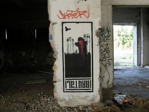 blog, Budapest, fotók, graffiti, képek, nagybani piac, Nagyvásártelep, photos for sale, photostock, stockphoto, fényképek, tegs, teg, tegek, falfirka, vandalizmus, tegelés, tegelők, Hungary, magyar, Magyarország, műemlék, paint, iparcsarnok, ipar, dark, art, bomba, LSD, funny, vicces