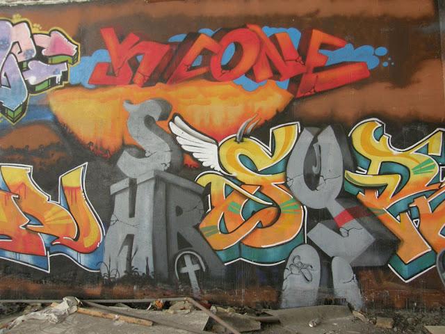 iparcsarnok, blog, Budapest, fotók, graffiti, képek, nagybani piac, Nagyvásártelep, photos for sale, photostock, stockphoto, fényképek, tegs, teg, tegek, falfirka, vandalizmus, tegelés, tegelők, Hungary, magyar, Magyarország, műemlék, paint, iparcsarnok, ipar, dark, art, bomba, LSD, funny, vicces