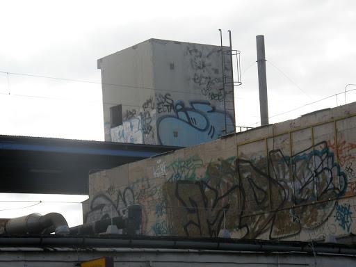 Kőbánya Alsó vasútállomás, 10. kerület, bomba, Budapest, falfirka, Kőbánya, MÁV, street art, tag, teg, tegelés, tegelők, teggelés, vandalizmus, X. kerület