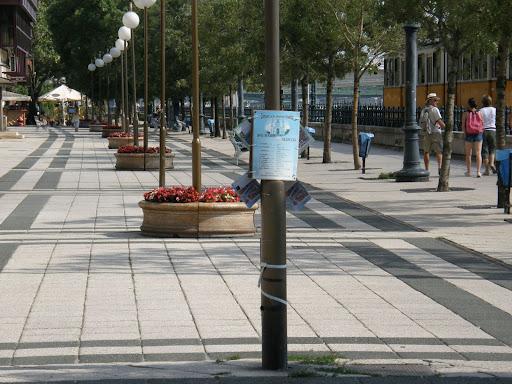 5. kerület, Budapest,  Duna-korzó, Dunakorzó, korzó,  V. kerület,  graffiti,  falfirka, éttermek, pictures, belváros,  turizmus, Vigadó tér, vadplakát, plakát, rendezvényszervező iroda