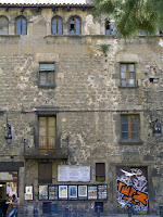 Date: May 2006</p> <p>Location: Barcelona</p> <p>Story: Not much to tell. At the foot of the Rambla stood this building, a youth hostel of sorts. Busy place in spite of the disrepair. I did not go inside to see what state the building was in. Barcelona renovates a lot of the old building, maintaining the facade, while erecting an new inside. An technique that has been perfected in Montreal.