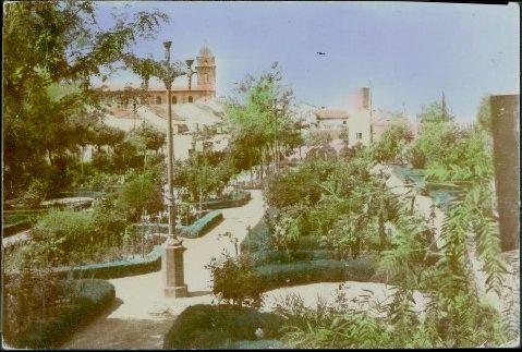 Villa del r o historia y curiosidades el jard n del lirio for Farolas jardin
