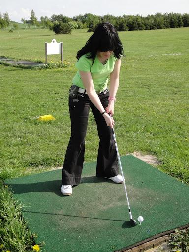 """Miritxu """"jugando"""" al golf"""