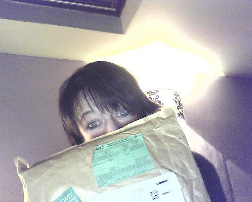 moi et mon paquet ! Ca sent bon !!!