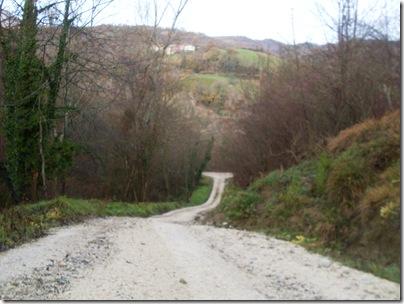 La strada che scende al lago di gerosa