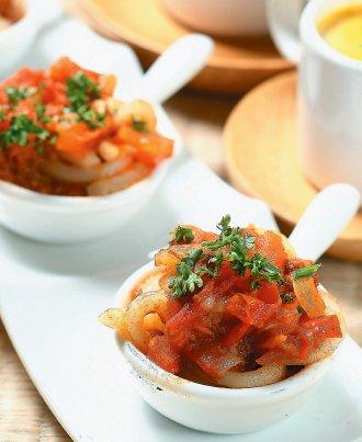 用冷凍食品、調理包做成的肉醬義大利麵