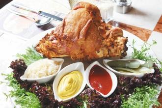 洋蔥重達2.5公斤的大份量超大德國豬腳-順觀泰蛋糕分享