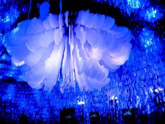 花博夢想館結合高科技及藝術文創,大廳展現寬達六米的具行動力機械花卉-喜生米漢堡分享