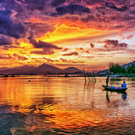 Fire sky by Trang Nguyen - Landscapes Sunsets & Sunrises