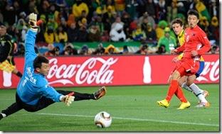 Elano-Brazil-v-North-Kore-006