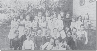 Logie Beatrice with her school class - Bingham 11 Oct 1901