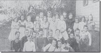 Logie Beatrice with her school class - Bingham 11 Oct 1901