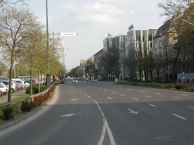 Budapest, Dózsa György út, Felvonulási tér, funny, gerilla art, Hősök tere, scuze, street-art, utcatábla, vicces