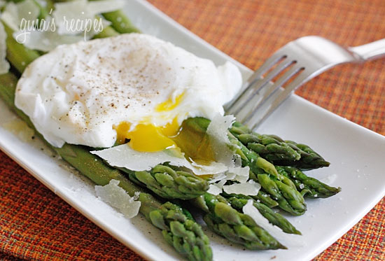 Steamed Asparagus with Poached Eggs | Skinnytaste