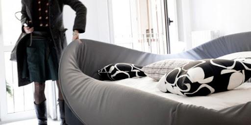 http://lh4.ggpht.com/_BkOsthGKM3U/TIfDUgSyFII/AAAAAAAAAMo/DHsfxF4v5Lg/Modern-Bed.jpg