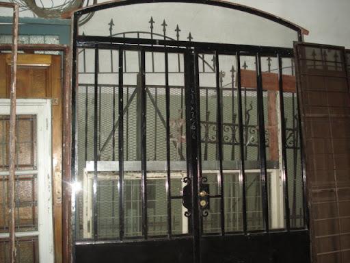 Cosentino demoliciones srl for Demoliciones puertas antiguas