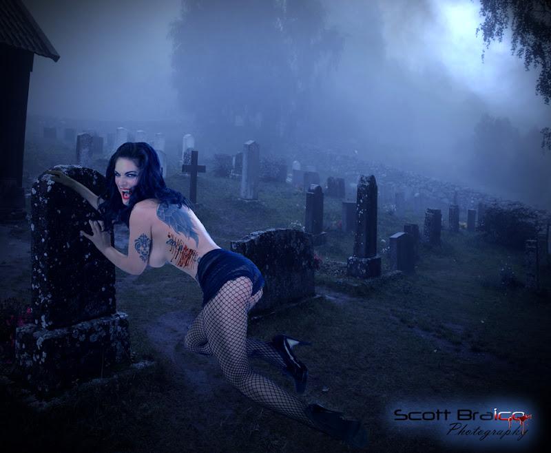 http://lh4.ggpht.com/_BxnxKX6KGQQ/SujUMDmXR1I/AAAAAAAACdI/BjG73GXiKkU/s800/graveyard-2.jpg