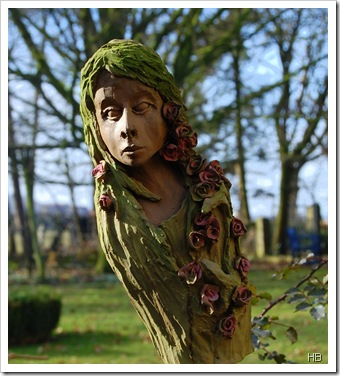 Rosenelfe mit grüner Patina © H. Brune