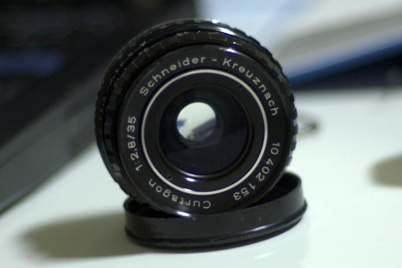 鏡頭旁的洞是做什麼用的?