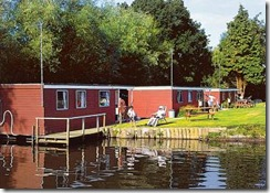 Relax and Unwind Staying in a Houseboat