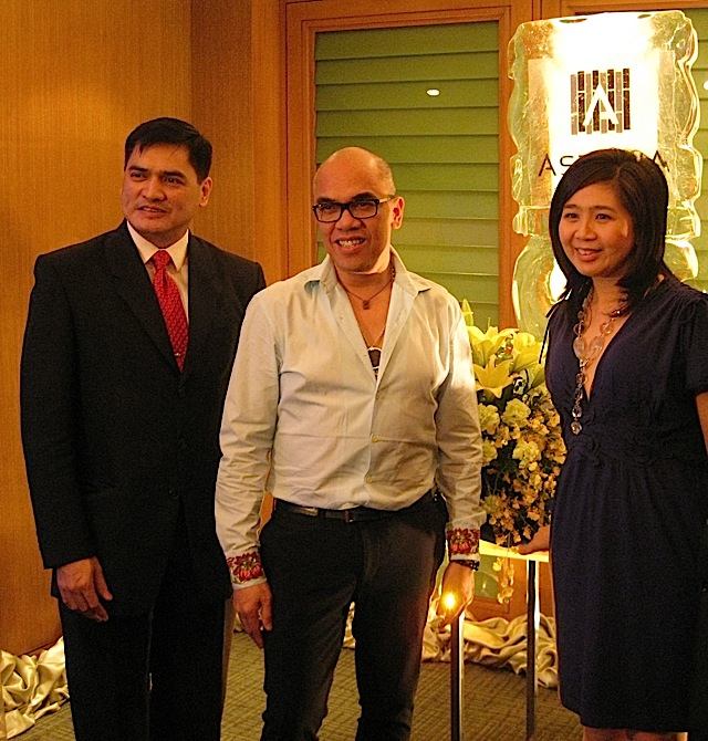 Ping Regalado, Boy Abunda and Vivian Ng with Astoria's new logo