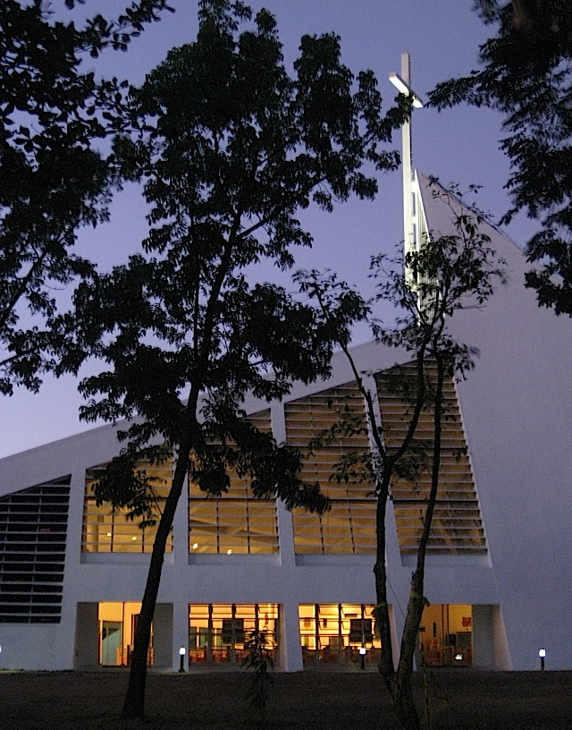 side view of the Ateneo Church of the Gesù in early evening light
