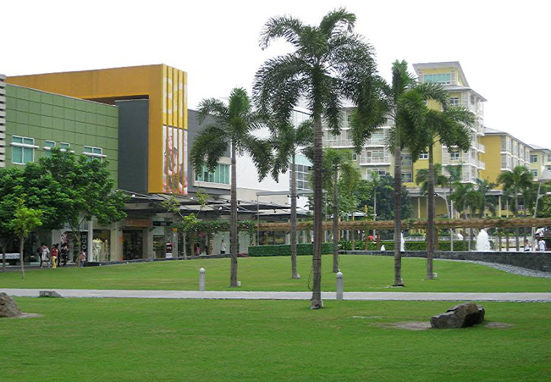 Bonifacio High Street and Serendra