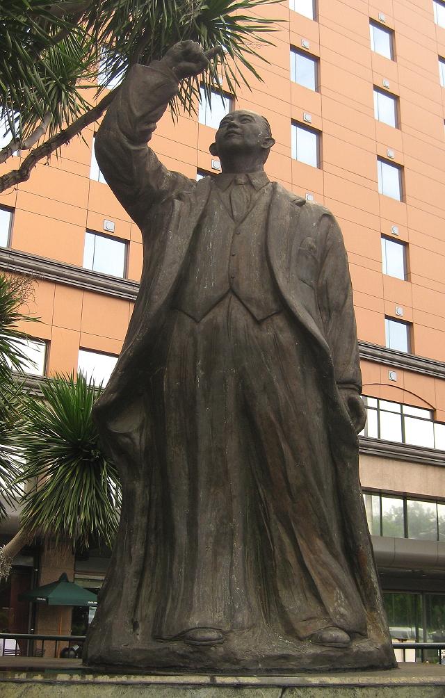 statue of Carlos P. Romulo