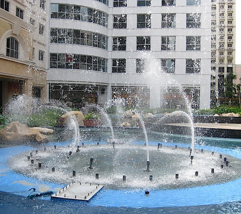 dancing fountain of Eastwood Mall